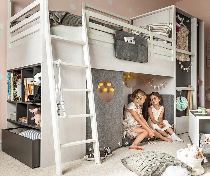 Многофункциональные шкафы в интерьере детской комнаты.