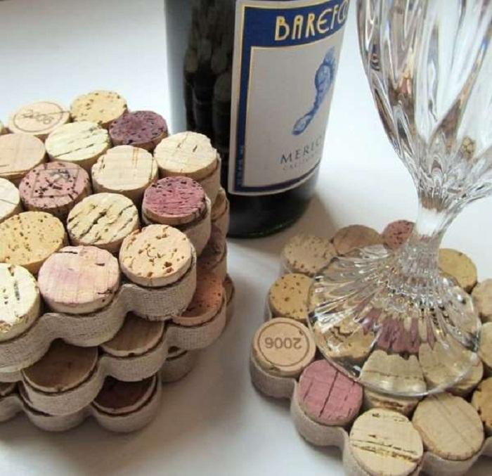 Необыкновенные подставки под бокалы из винных пробок.