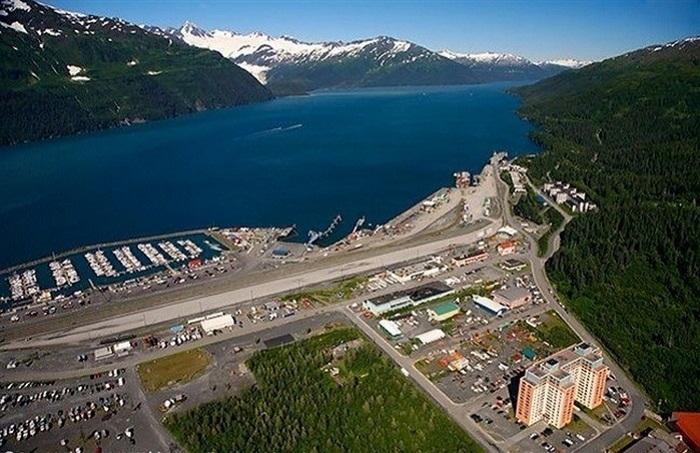 Город Уиттиер с высоты птичьего полета (Аляска). | Фото: center-ua.com.