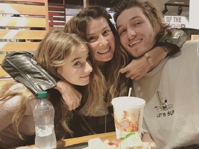 Жанна вместе с детьми, Борисом и Лолитой, в 2013 г. переехала в Италию. | Фото: lux.fm.