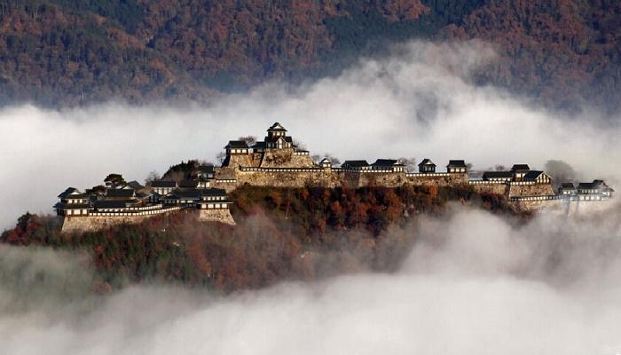 С помощью 3D-рендеринга целая команда специалистов воссоздала внешний вид замка Такеда (Хего, Япония). | Фото: boredpanda.com.