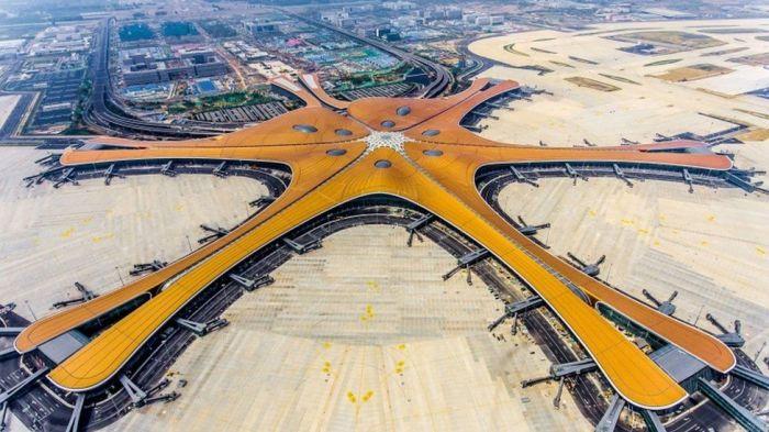 В аэропорту Дасин четыре взлетно-посадочные полосы и 150 парковочных мест для самолетов (Пекин, Китай). | Фото: bbc.com.