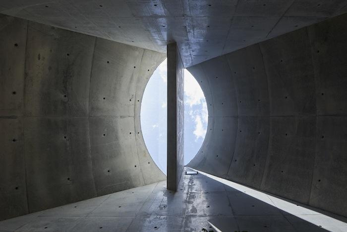 Так выглядят окна на воронкообразной крыше изнутри помещения. | Фото: hosakatakeshi.com.