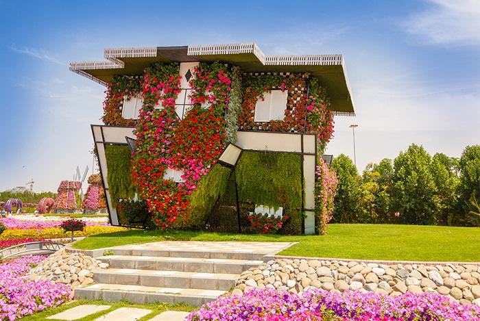 Восхитительный экстерьер перевертыша расположенного в «Чудо-саду Дубаи» (ОАЭ).