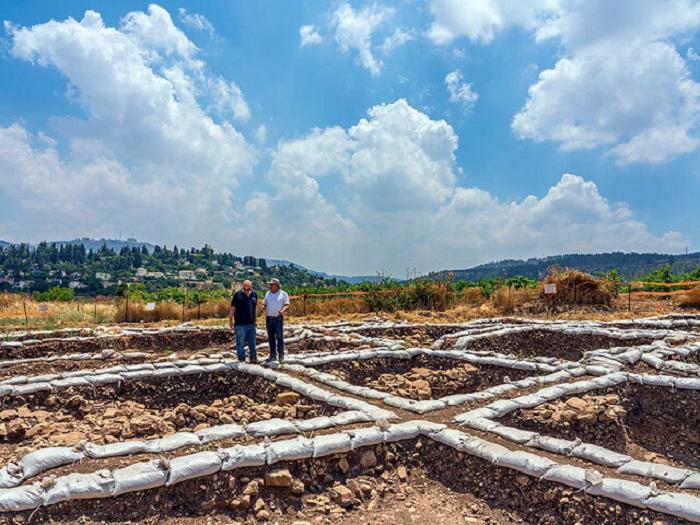 В древнейшем городе четко распланированы улицы и кварталы (Motza, Израиль). | Фото: Yaniv Berman, Israel Antiquities Authority.