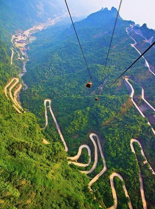 Канатная дорога, ведущая к «Небесным вратам» (Китай).