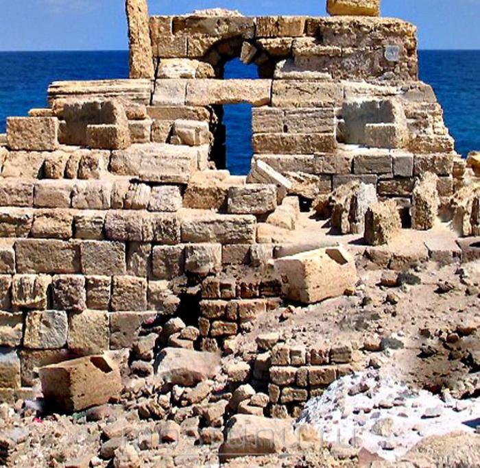 Руины Александрийского маяка, дошедшие до наших дней (Египет). | Фото: mostunu.ru.