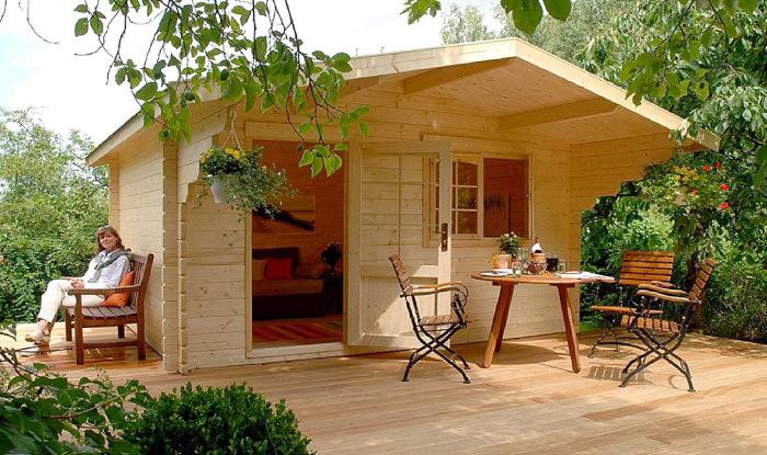 Крошечный садовый домик для летнего отдыха (Lillevilla Allwood Getaway). | Фото: people.com.