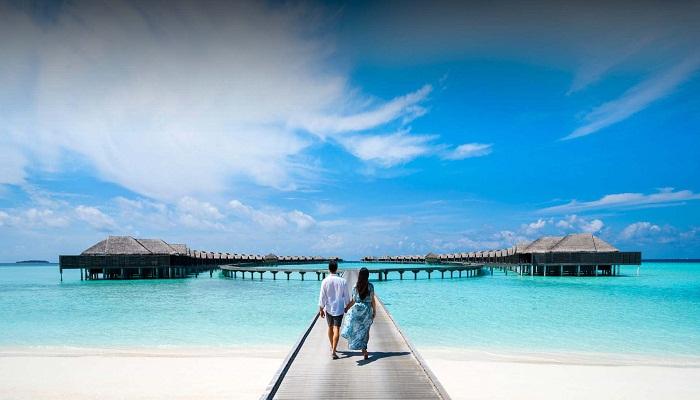 Роскошный курорт Anantara Kihavah Maldives Villas расположен над водами Индийского океана. | Фото: anantara.com.