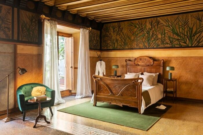 Интерьер спальни до мельчайших элементов разрабатывал сам Антонио Гауди (Casa Vicens, Барселона).   Фото: David Cardelus.