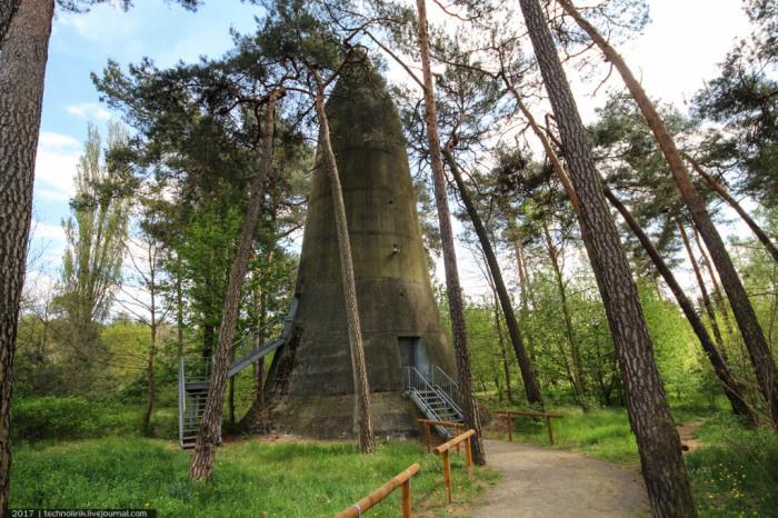 Знаменитое наземное бомбоубежище, созданное Лео Винкелем (Вюнсдорф, Германия). | Фото: magspace.ru.