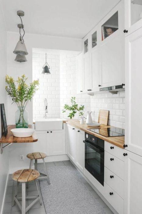 Шкафы до потолка обеспечат дополнительным местом хранения. | Фото: tvoydesigner.ru.