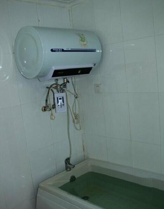 В современных квартирах ванна имеется, но она в основном служит резервуаром для хранения воды. | Фото: amic.ru.