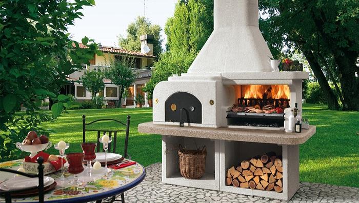 Оригинальный вариант создания зоны барбекю из кирпича. | Фото: fireplace.su.