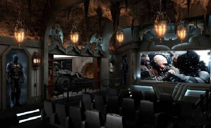 Фантастический кинотеатр Dark Knight: Rises был создан в Гринвиче, штат Коннектикут (Канада). | Фото: Syfy.com.