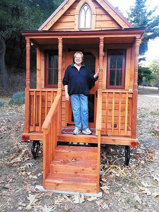 Бетт Пресли приобрела крошечный дом на колесах площадью 15,4 кв. м. | Фото: tumbleweedhouses.com.
