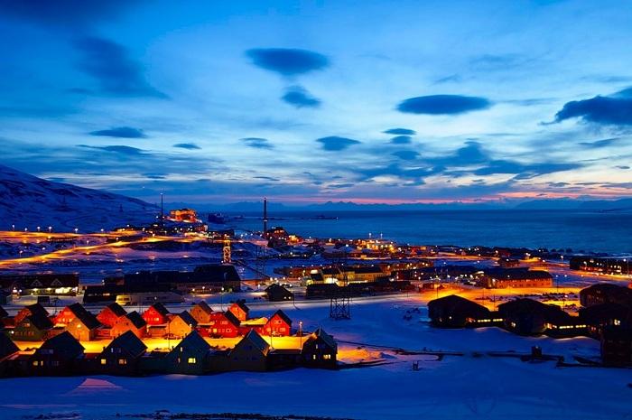 Лонгйир – самый северный город на Земле (Норвегия).