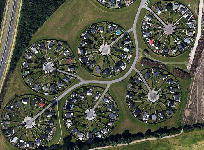 Помимо того что Brоndby Garden City расположен в зеленой зоне, так и каждый владелец занимается растениеводством (Brоndby, Дания). | Фото: fineartamerica.com.