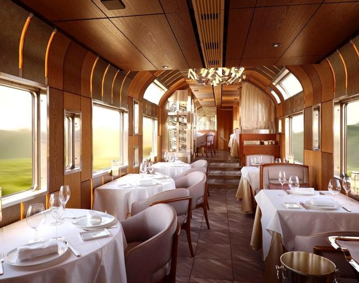 Роскошный ресторан поезда Shiki-Shima. | Фото: archidom.ru.
