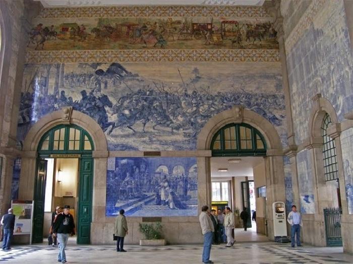 Вокзал Сан-Бенту в Порту, является своеобразным художественным музеем.