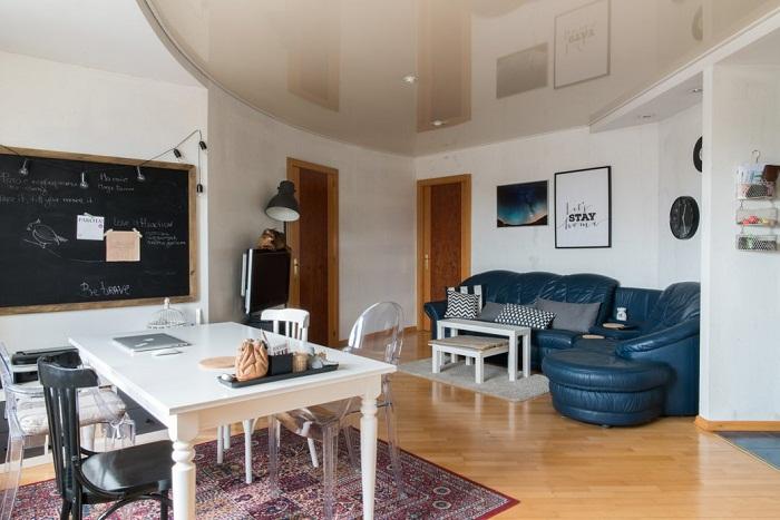 Комнаты в этом доме имеют трапециевидную форму, что усложняет расстановку мебели и добавляет проблем во время ремонта.
