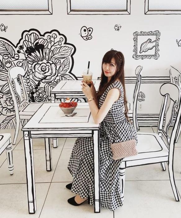 Люди на фоне интерьера – поистине сюрреалистичное зрелище.  («2D Cafe», Токио). | Фото: boredpanda.com.