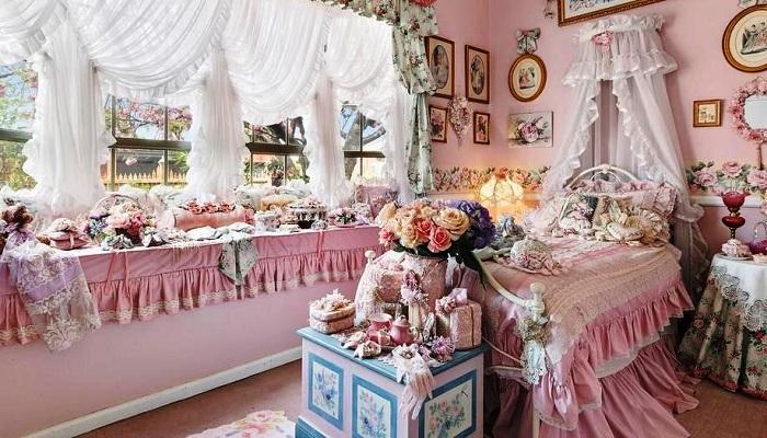 Спальня «Самого розового особняка Мельбурна» (Австралия). | Фото: realestate.com.au.