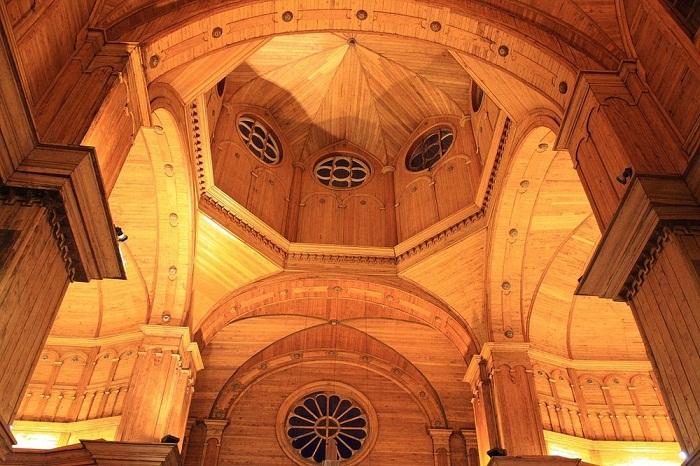 Церковь Санта-Мария-де-Лорето-де-Ахао построена без единого гвоздя (Остров Чилоэ).