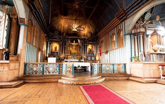 Алтарь церкви Санта-Мария-де-Лорето-де-Ахао (Архипелаг Чилоэ).