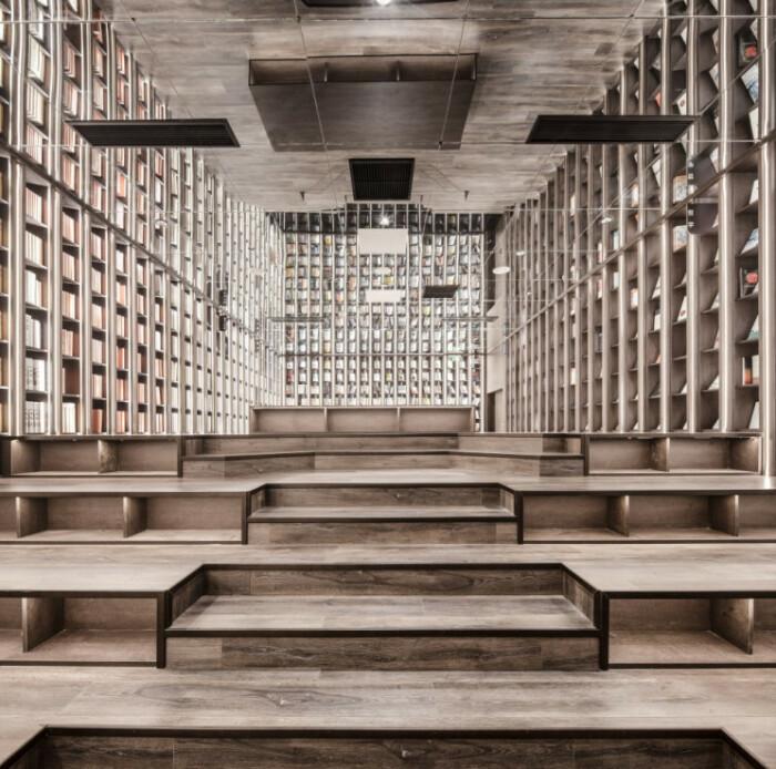 Интерьер зала для встреч в новом книжном магазине, созданном архстудией X+Living (Zhongshuge Bookstore, Ningbo). | Фото: architizer-prod.imgix.net.