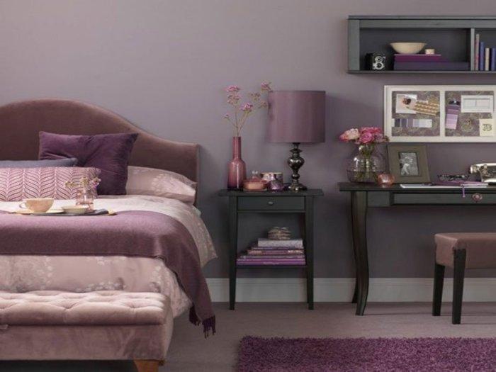 В интерьере коричневый цвет достойно смотрится в сочетании с лиловым или грязно-розовым цветом. | Фото: best-stroy.ru.