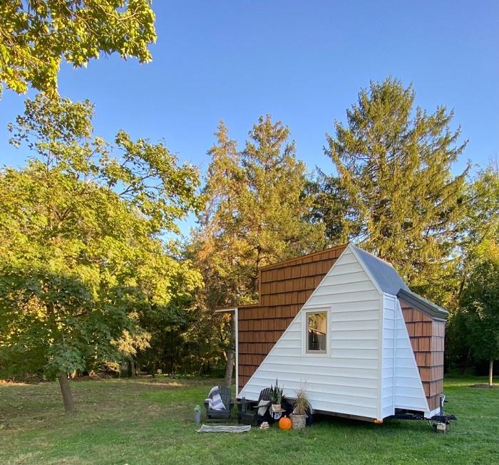 Американский строитель превратил старую охотничью хижину в комфортабельный мини-дом (The Mountain tiny house, Пенсильвания). | Фото: newatlas.com.