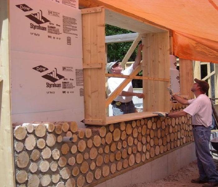 При кладке стены, где будут окна, нужно установить специальный короб нужной ширины.