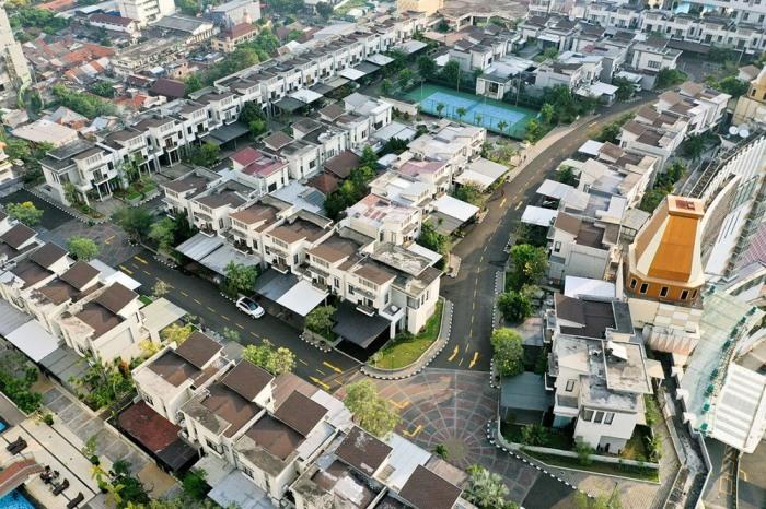Деревня Cosmo Park разделена на 5 кварталов, на которых расположено 78 жилых коттеджей, рассчитанных на одну семью (Джакарта, Индонезия). | Фото: amusingplanet.com.