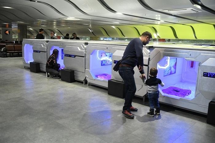 Дети до 10 лет могут находиться вместе со взрослыми совершенно бесплатно (Aerosleep в Пулково, Санкт-Петербург).