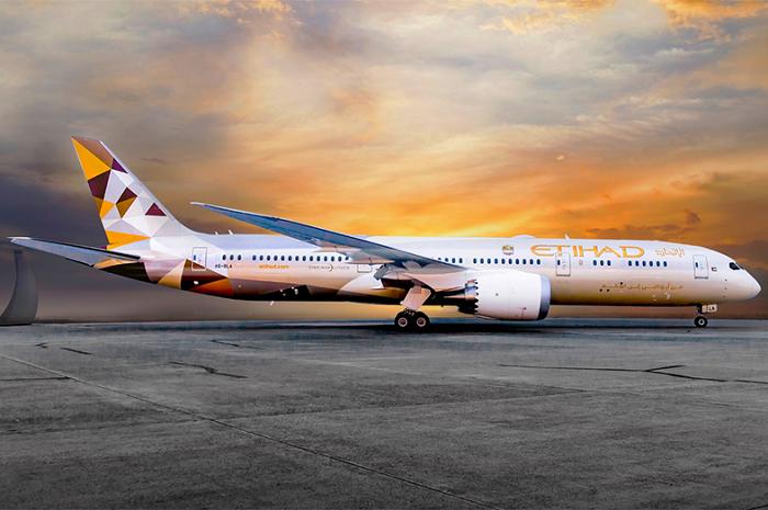 Двухпалубный реактивный авиалайнер А-380 авиакомпании Etihad Airways (ОАЭ). | Фото: yana.kiev.ua.