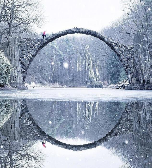 Такая нереальная красота завораживает и вызывает восхищение (мост Ракотцбрюке, Германия). | Фото: pinterest.com.