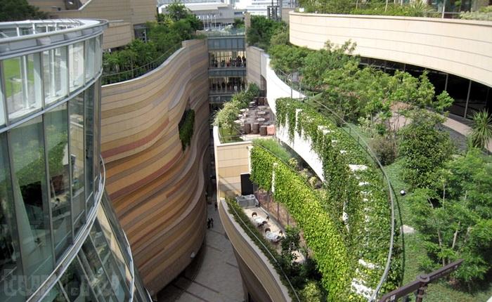 На верхних этажах Namba Parks расположены частные садово-огородные участки  (Осака, Япония).