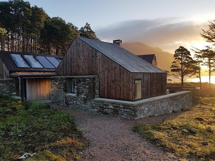 Внешний вид дома-победителя высокой художественной ценности не представляет, но... | Фото: roofingtoday.co.uk.