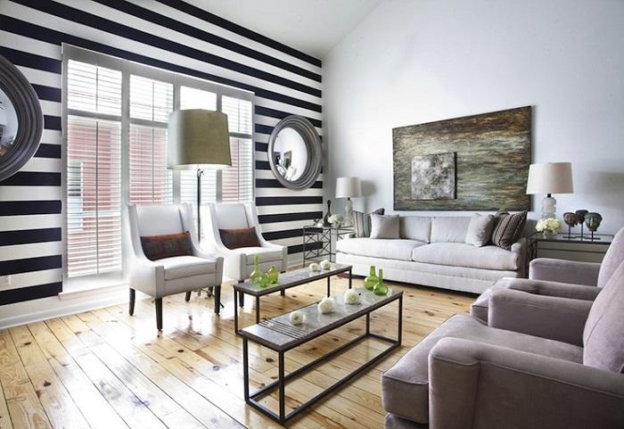 Очень узкую комнату можно расширить с помощью горизонтальных полос.