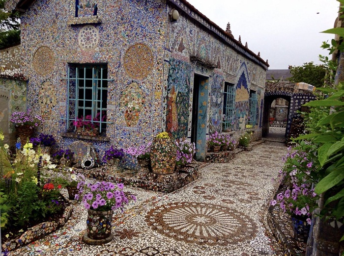 Удивительный «Мозаичный дом» в Шартре (Франция).