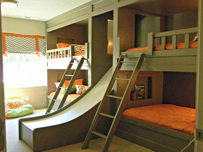 Вариант расположения кроватей в детской комнате.