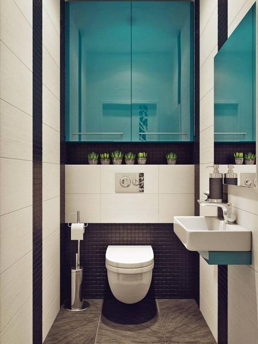 Яркая контрастная фасадная дверь шкафа органично расширит вашу туалетную комнату.