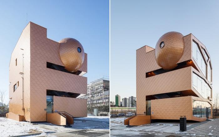 По желанию клиента было спроектировано здание напоминающее Вселенную (Mars, Хвасон).