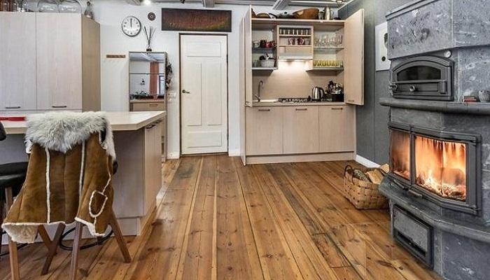 Кухню от гостиной-столовой отгородили с помощью мебельного гарнитура. | Фото: trustload.com.