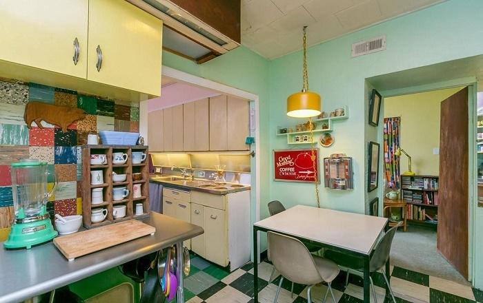 Та же кухня, только с другого ракурса (Eisenberg Residence, Балтимор). | Фото: apartmenttherapy.com.