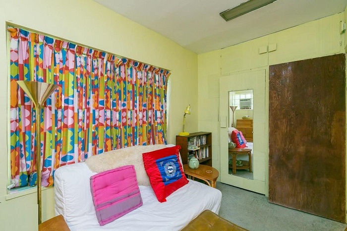 Яркий текстиль и дизайнерские светильники можно увидеть в любой комнате Eisenberg Residence (Балтимор, США). | Фото: apartmenttherapy.com.