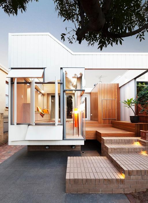 Сильный загородный дом с панорамным остеклением.