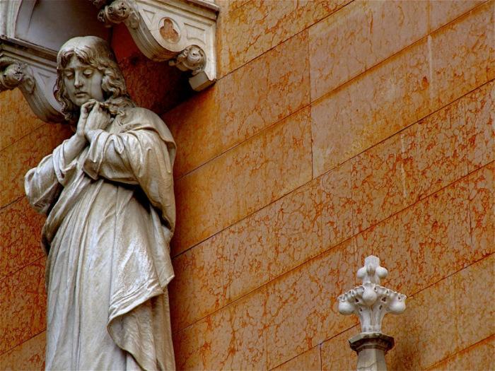 Возле часовни в июне 1522 года была обнаружена статуя Аддолораты (Скорбящей Богоматери). | Фото: liveinternet.ru.