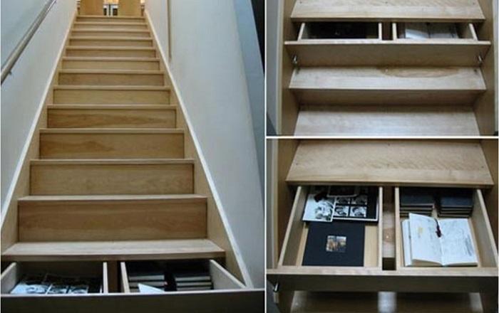 Библиотеку тоже можно спрятать в ящики под ступени. | Фото: secrets-deco.fr.